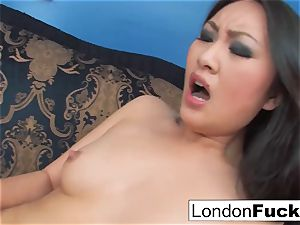 London Keyes and Evelynn Linn have some lezzie activity