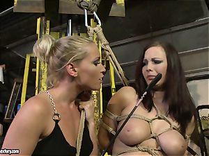 Kathia Nobili cane the tongue of hotty nymph