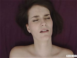 inexperienced female Reaches Her first pussy ejaculation