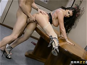 insatiable brown-haired Romi Rain pulverized in her taut honeypot