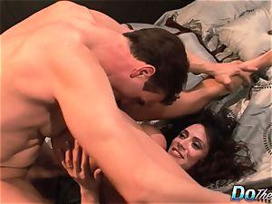hotwife wifey Ariella Ferrara nail man