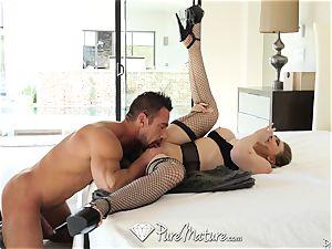 stunning housewife sexual duties