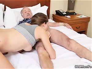 older guy penetrates lady introducing Dukke