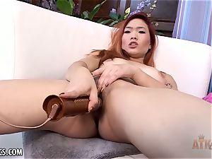 Lea Hart finger-tickling her wet poon