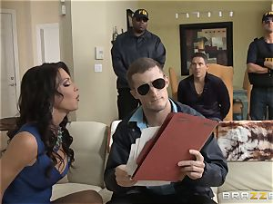 Criminals wife Jessica Jaymes boinked by a steamy cop