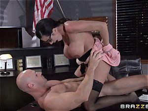 Warden Ariella Ferrera pulverizes her favourite prisoner