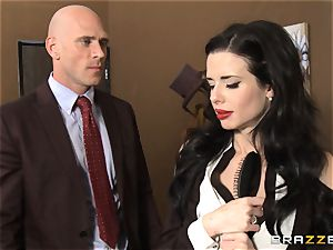 Veronica Avluv gets muddy in the office and her boss finds out