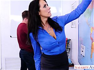 mummy Reagan Foxx thirsts that massive fuck-stick of Kyle