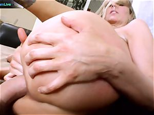 Julia Ann getting her gaping hole stretched